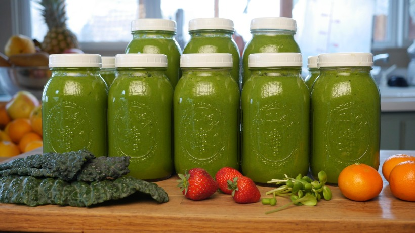 green-smoothie-jars-1
